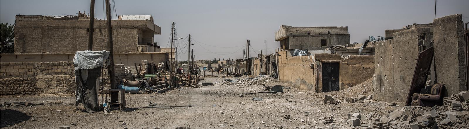 zerstörte Häuser und Straßen im Westen von Mossul