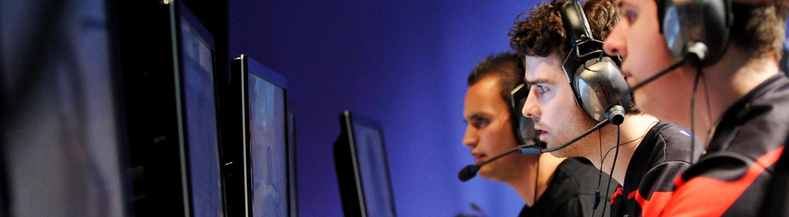 Counter-Strike-Spieler bei einem Matsch de E-Sport-Liga 2011