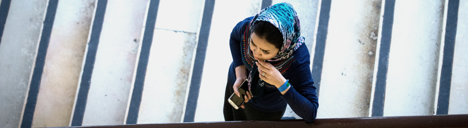 Frau in Berliner Flüchtlingsnotunterkunft