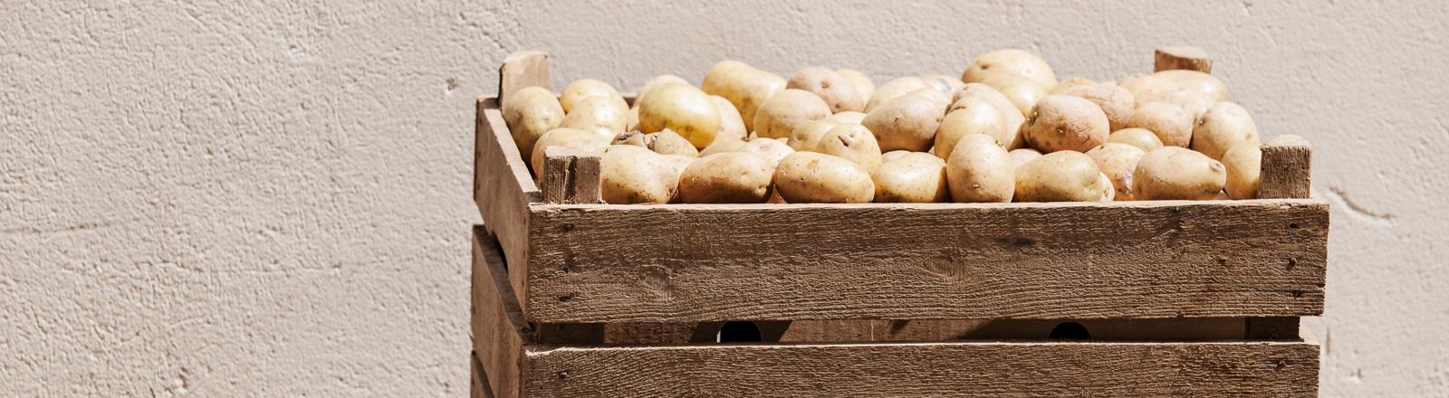 Kiste mit Kartoffeln