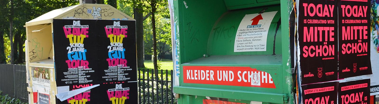 Kleidercontainer in Berlin. dpa