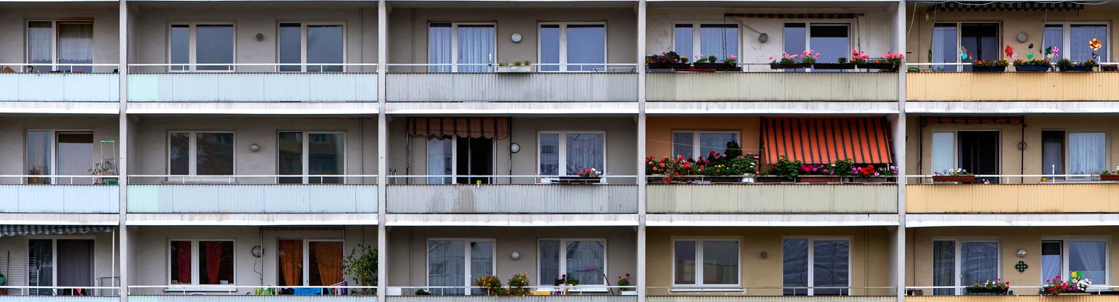 Wohnhaus mit Balkonen