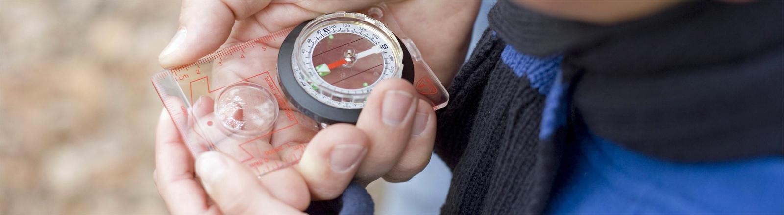 Eine störanfällige Orientierungshilfe: Magnetkompass im Einsatz