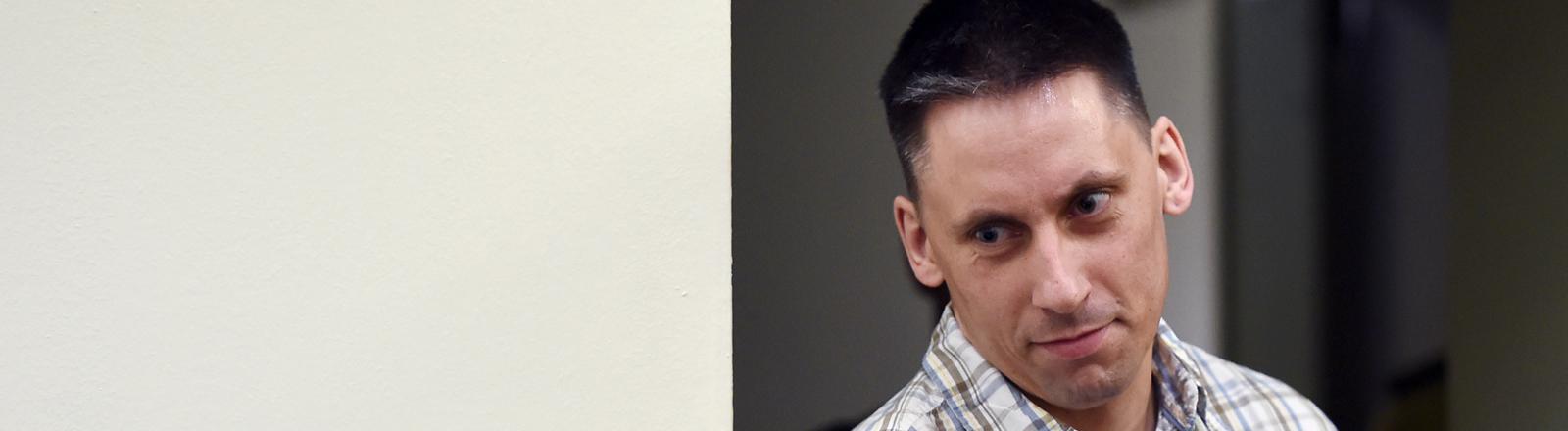 Der Angeklagte Ralf Wohlleben kommt am 14.07.2015 in den Gerichtssaal im Oberlandesgericht in München (Bayern).