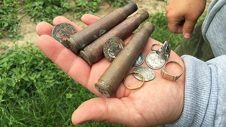 Verschiedene Funde auf Handfläche