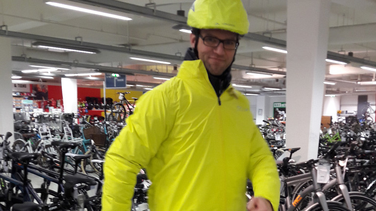 Martin Krinner macht den Regenklamotten-Test