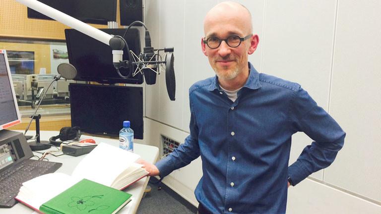 Der Buchbinder Dirk Jachimsky im DRadio-Wissen-Studio
