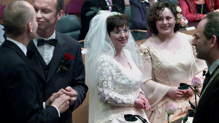 Erste Ehe von Schwulen und Lesben in den Niederlanden 2001