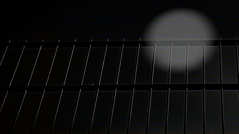 schwarz ist keine farbe sondern ein zustand dlf nova. Black Bedroom Furniture Sets. Home Design Ideas