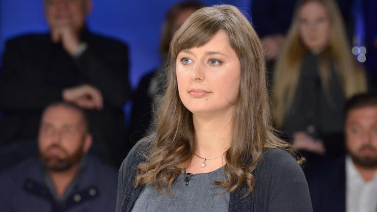 """Katharina Nocun, Bürgerrechts- und Netzaktivistin, aufgenommen am 12.01.2017 während der ZDF-Talksendung """"Maybrit Illner"""" zum Thema """"Terror mit Ansage - was tun mit den Gefährdern?"""""""