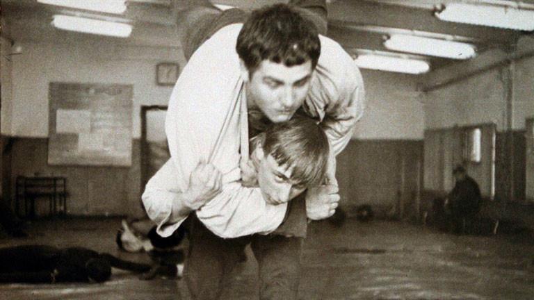 Der junge Wladimir Putin (unten) 1971 beim Judo-Training mit seinem Mitschüler Wassili Schestakow (oben) in einer Sportschule in St. Petersburg.