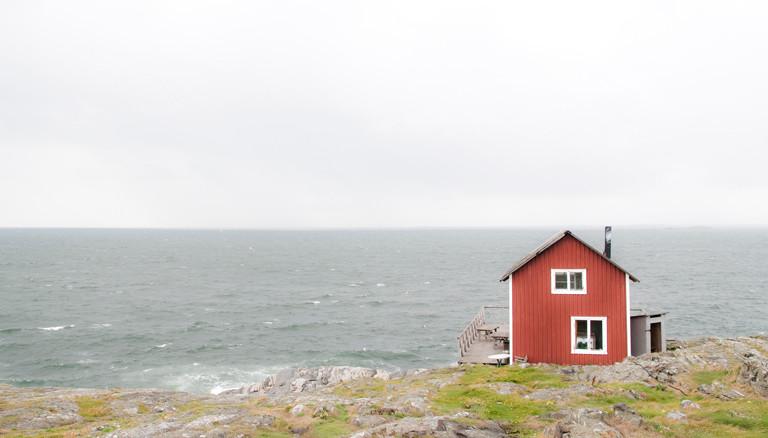 Ein Haus am Meer in Schweden.