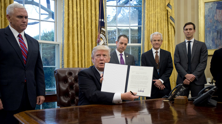 US-Präsident Donald Trump tritt aus dem TPP Abkommen zurückk