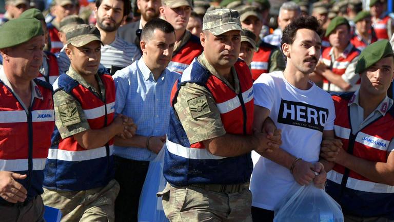 Der frühere türkische Soldat Gökhan Güçlü wird am 13. Juli abgeführt.