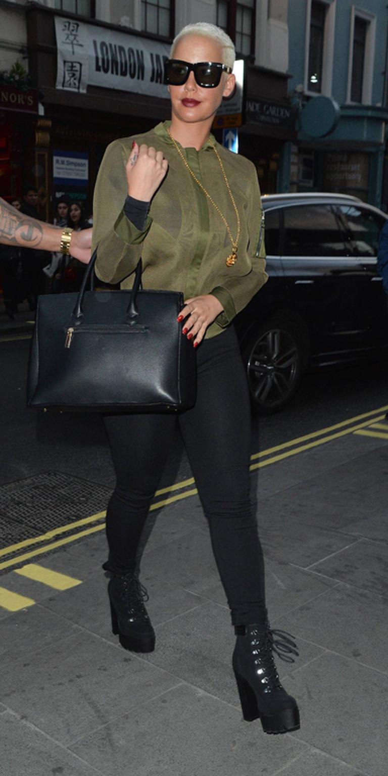 Amber Rose trägt Skinny Jeans