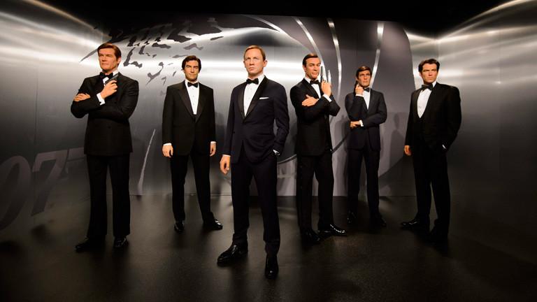 Alles James-Bond-Darsteller in Wachs bei Madame Tussauds: Roger Moore, Timothy Dalton, Daniel Craig, Sean Connery, George Lazenby, und Pierce Brosnan