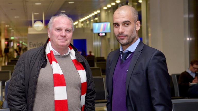 Präsident Uli Hoeneß (l) und Trainer Pep Guardiola unterhalten sich am 14.12.2013 vor dem Abflug des Fußball-Bundesligisten FC Bayern München zur Club-WM nach Agadir (Marokko) am Flugsteig im Flughafen München (Bayern).