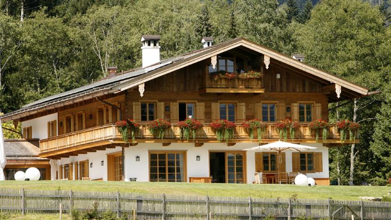 Das Haus des FC Bayern München-Managers, Uli Hoeneß, hoch über dem Tegernsee in Bad Wiessee (Oberbayern) gelegen