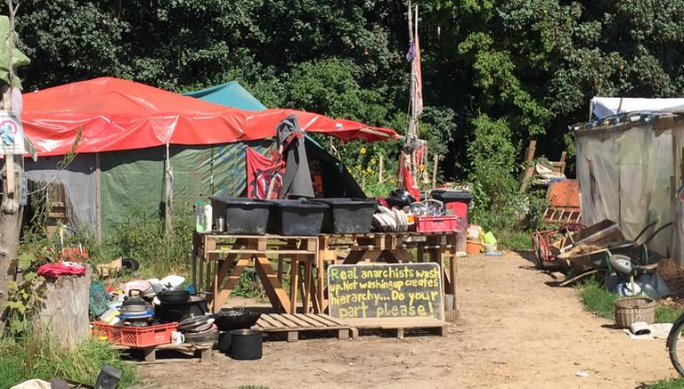 Das Camp der Aktivisten am Waldrand.