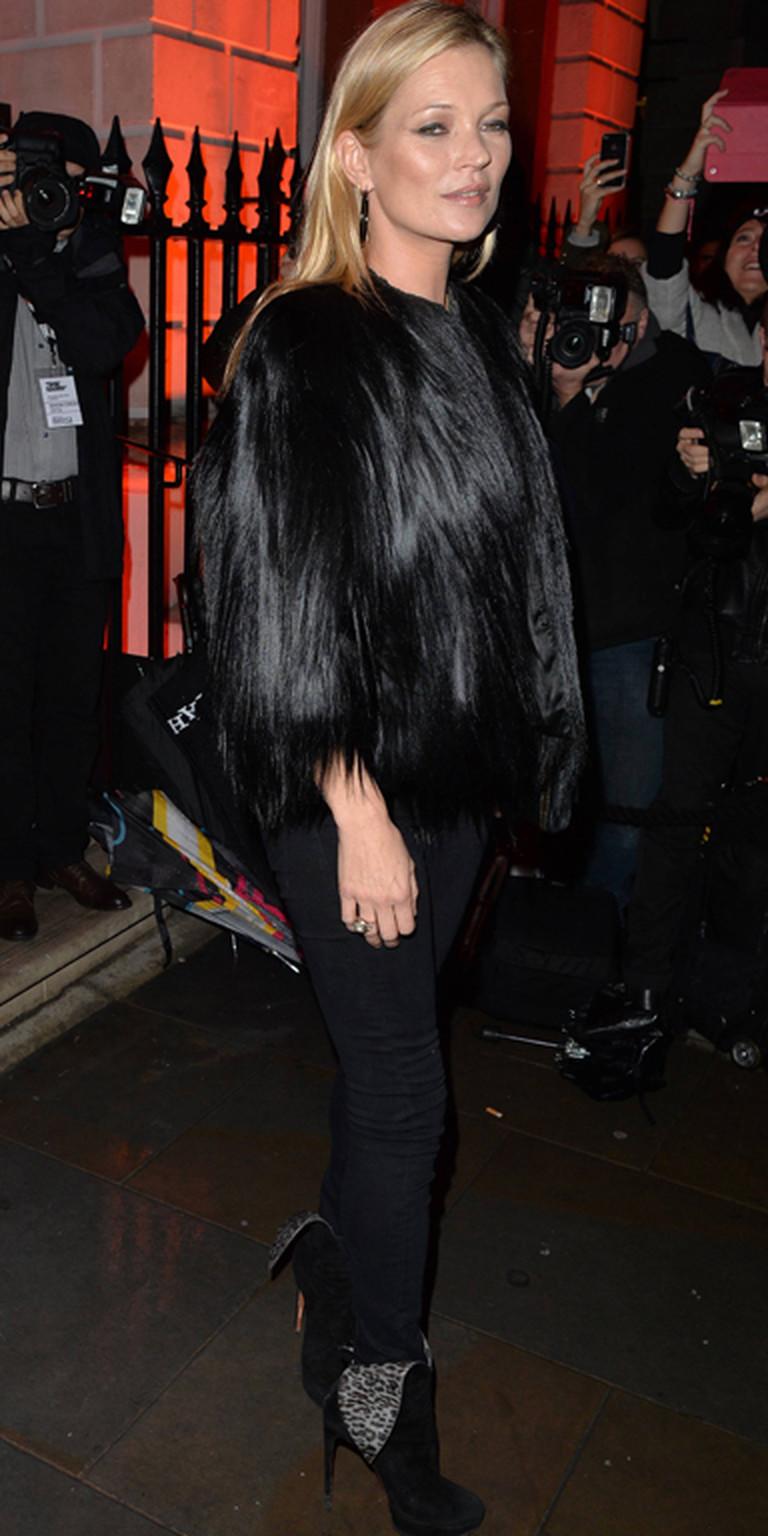 Kate Moss trägt Skinny Jeans
