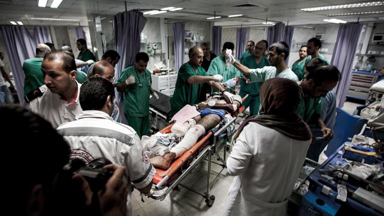 Die Krankenhäuser im Gaza-Streifen sind heillos überfüllt.