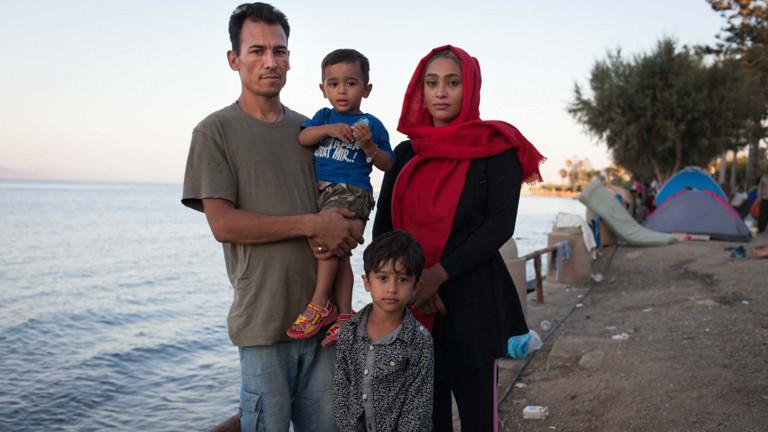 Diese Familie haben Felix und Hannah auf Kos getroffen und mit einem Zettel auf den Weg nach Wien geschickt