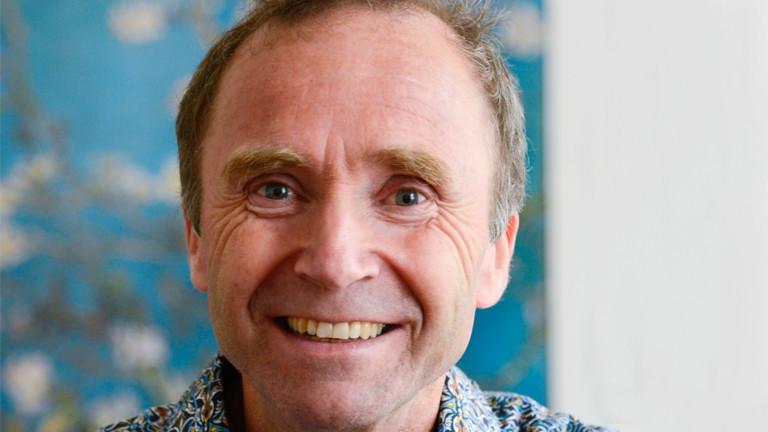Peter Gasser lächelt in die Kamera
