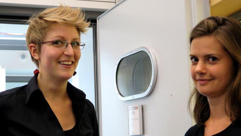 Julia und Florence lächeln in die Kamera