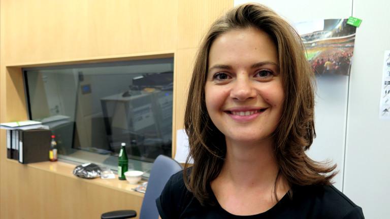 Julia Möckle lächelt in die Kamera - noch als Frau