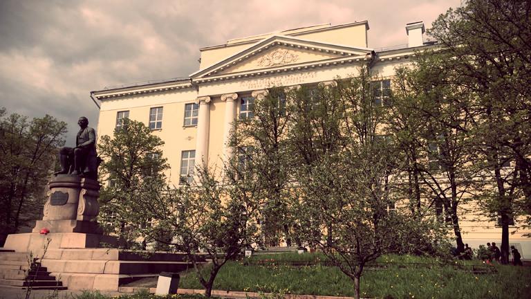 Der Eingang der altehrwürdigen Universität