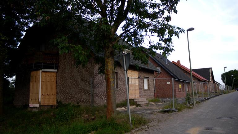 Häuser in Immerath hinter Bauzäunen