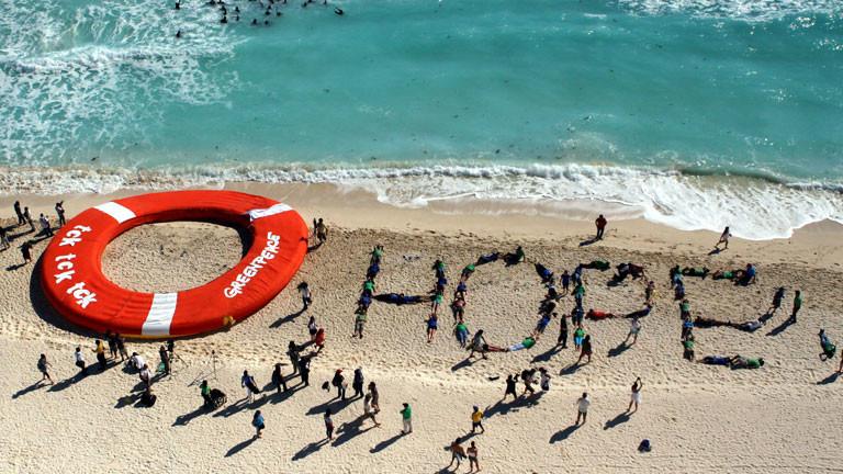 Greenpeace-Mitarbeiter demonstrieren zum Zeitpunkt des 16. UN-Klimagipfel in Cancun.