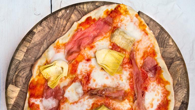 Pizza mit Artischocken.