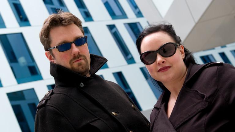 """Die Macher von """"Hoaxilla - der skeptische Podcast"""" Alexa und Alexander Waschkau."""