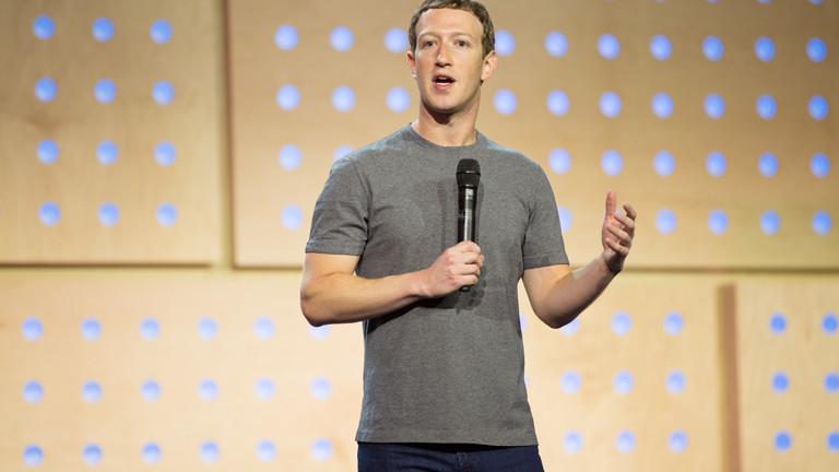 Das obligatorische graue T-Shirt: Bei öffentlichen Auftritten und im Büro trägt Facebook-Chef Mark Zuckerberg immer das gleiche Outfit.