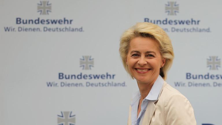 Bundesverteidigungsministerin Ursula von der Leyen (CDU) präsentiert am 10.05.2016 in Berlin das neue Personalkonzept der Bundeswehr. Danach sollen mehrere tausend Soldaten zusätzlich eingestellt werden.