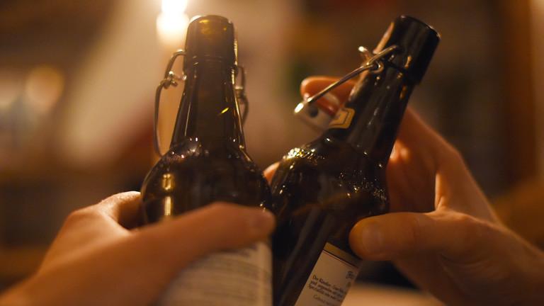 zwei Flaschen Bier
