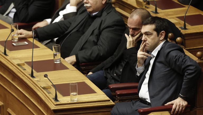 Varoufakis und Tsipras im griechischen Parlament