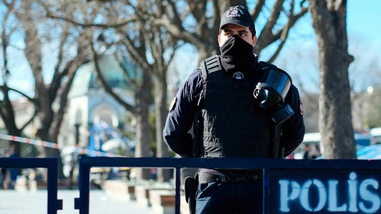 Ein Polizist in Istanbul