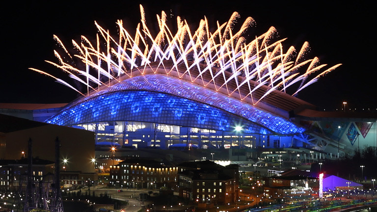 Erleuchtetes Stadion in Sochi
