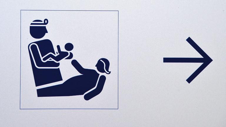 Piktogramm Kreißsaal: Arzt, Baby, Mutter