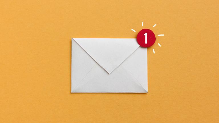 Illustration: Brief mit Messenger-Symbol
