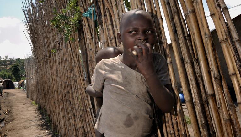 Kind in einem Flüchtlingslager im Kongo