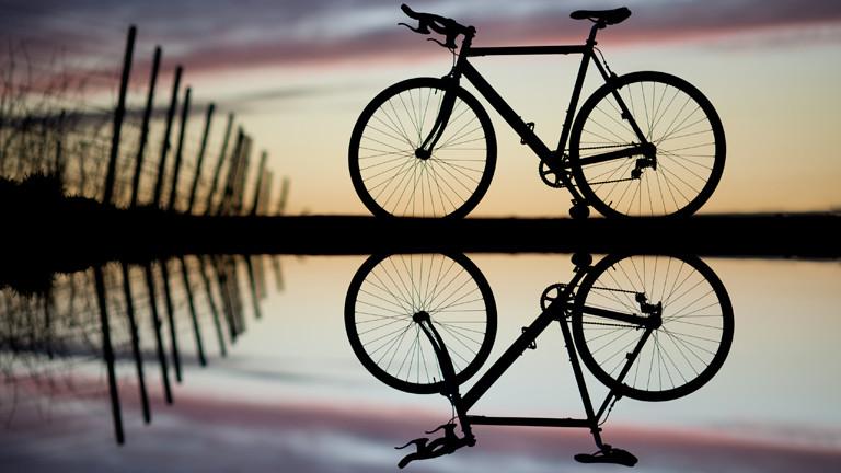 Schattenriss von einem Fahrrad