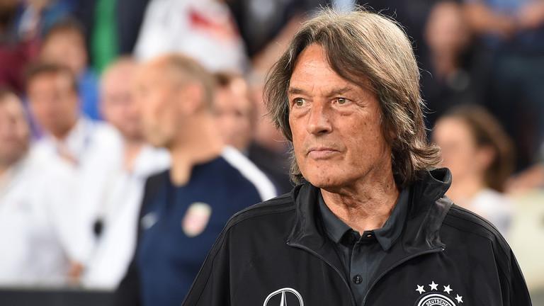 Zurück zum FC Bayern: der Sportmediziner Hans-Wilhelm Müller-Wohlfahrt - hier beim Länderspiel Deutschland gegen Norwegen am 4. September 2017