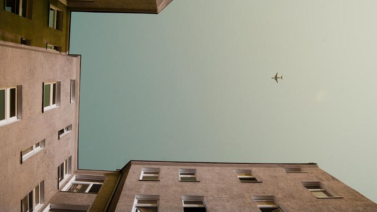 Passagiermaschine über der Hauptstadt: Flüge nach Berlin werden teurer