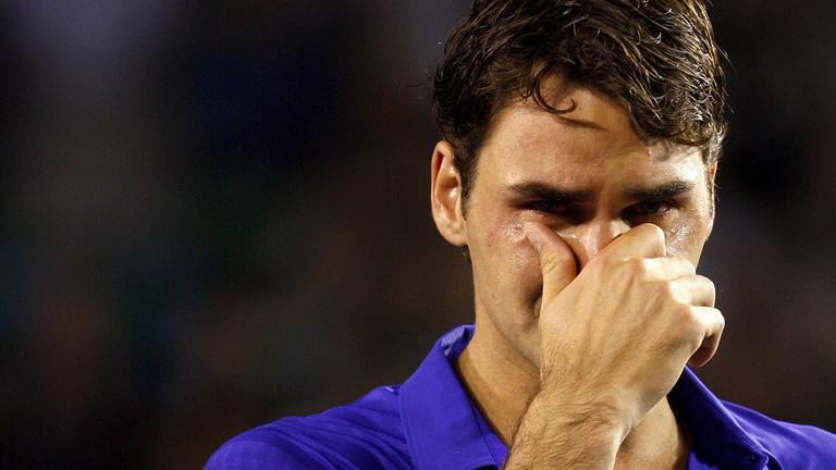 Roger Federer weint nach seiner Niederlage gegen Nadal im Finale der Australian Open 2009