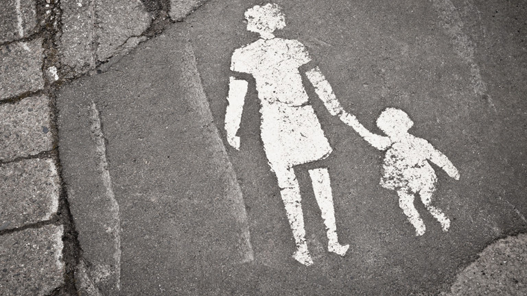 Symbolfoto: Frau mit Kind