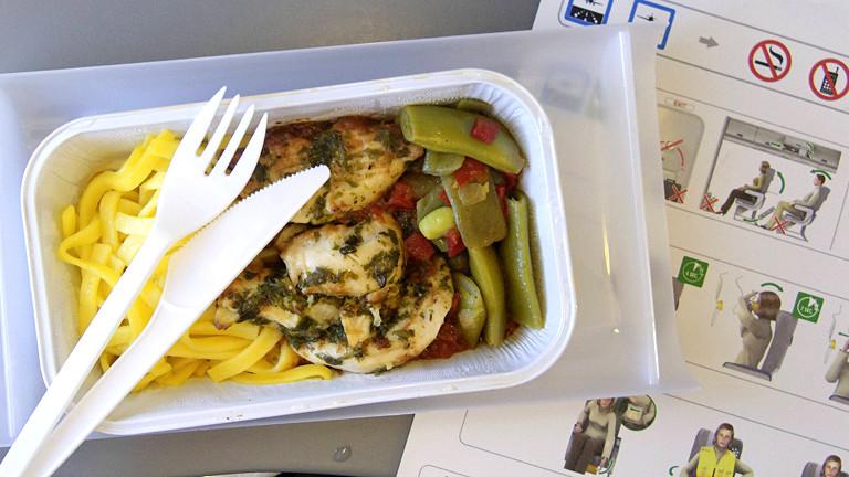 Ein Mittagessen in Plastikschale
