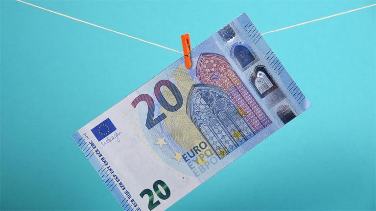 Ein 20 Euro Schein hängt an einer Wäscheleine